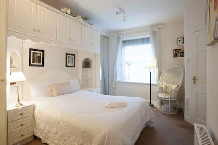 Fabulous apartment, Pembroke Road