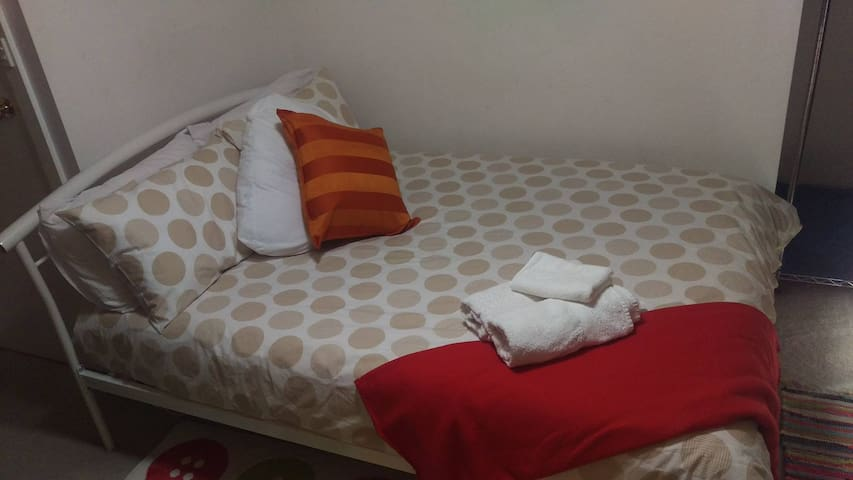 Cozy TV guest room 4km drive to ADELAIDE CITY! - Ovingham - Adosado