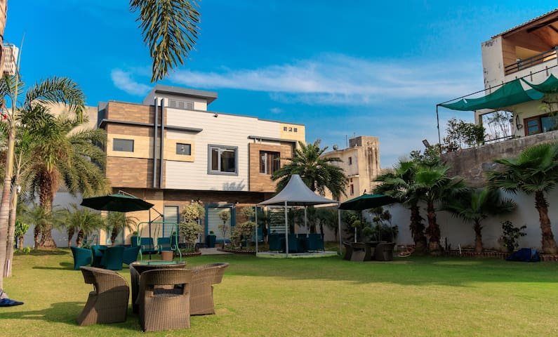 3 bedrooms | Stunning Villa | Heart of the city