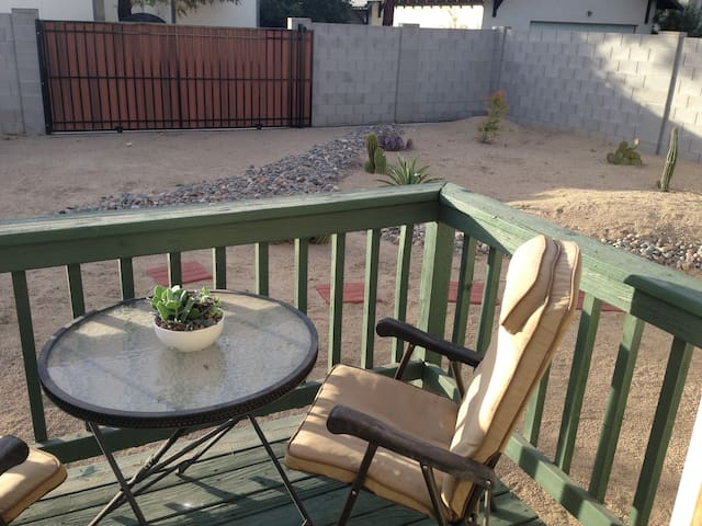 Private Room in Classic Downtown Phoenix Bungalow - Phoenix - Bungalow