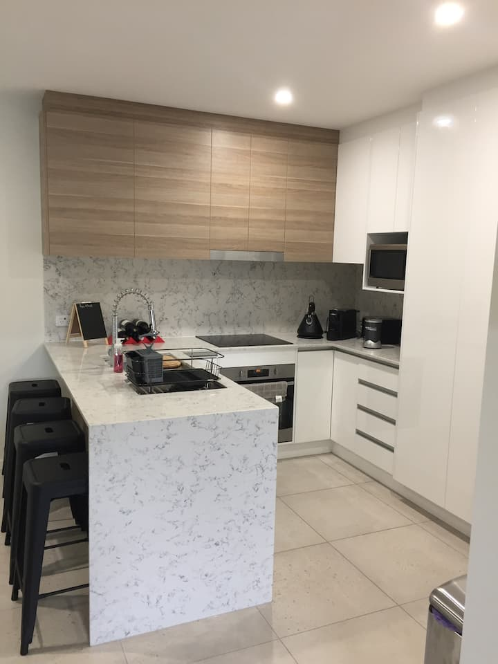 Private room in stylish Toowong apartment