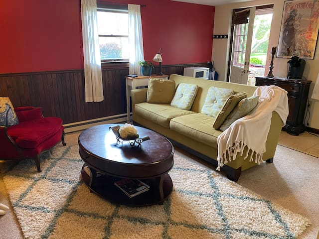 Guest Suite-Private Entrance-2 miles to stadium