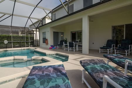 6 bedroom pet friendly home near Disney. Sleeps 15 - House