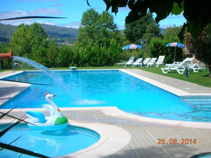 House with 2 bedrooms in Pedraça, with wonderful mountain view, shared pool, enclosed garden - 90 km from the beach