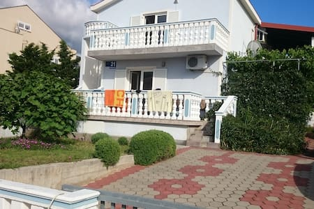 Apartment near the beach Ceasarica - Rumah