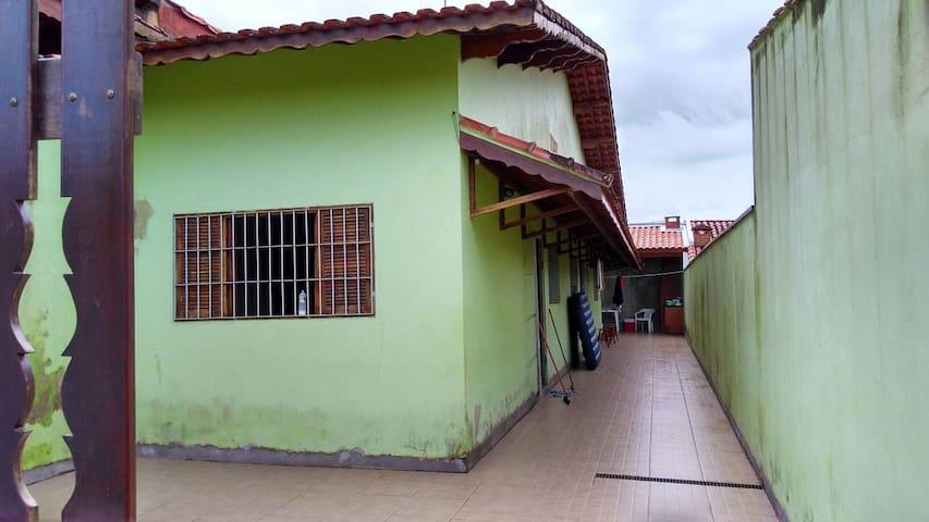 Aconchegante casa em Mongaguá - Mongaguá - Huis