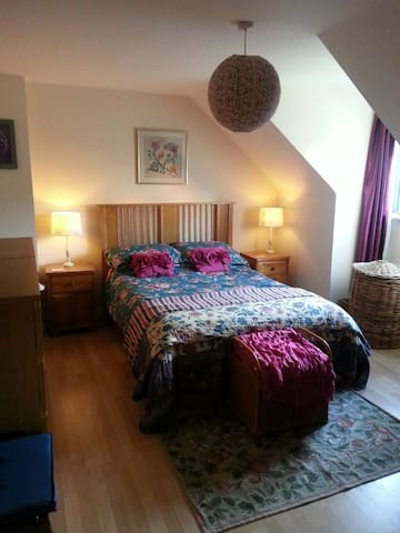 Double room, private shower, Diglis