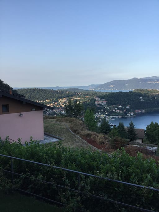les quatre photos donnent une idée de la vue dont on peut profiter sur la terrasse