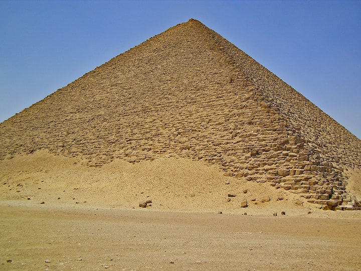 THE TOUR TO THE PYRAMIDS ITS MEANING TOUR ONE OF THE SEVEN WONDERS OF THE WORLD WEPROMISE YOU MAKE THE TOUR VERY HAPPY