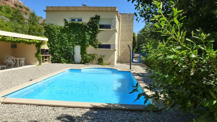 villa avec piscine privée dans grand domaine - Les Pennes-Mirabeau