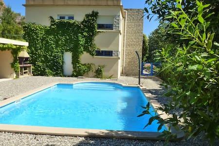 villa avec piscine privée dans grand domaine - Les Pennes-Mirabeau - Villa