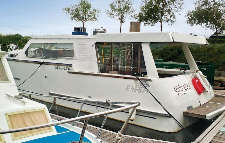 Houseboat with 2 bedrooms on 41 m²