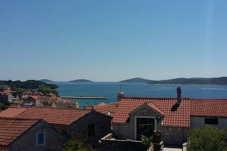Beautiful islands view - Prvić Šepurine - Apartment
