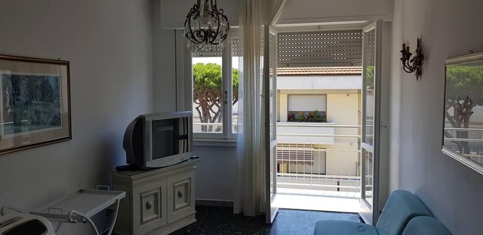 sala da pranzo e balcone adiacente