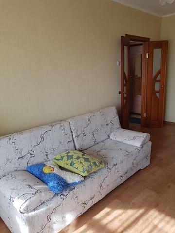 Квартира с мебелью и техникой  на длительный срок