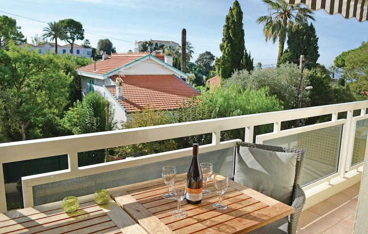 Holiday apartment with 1 bedroom on 34 m² in Antibes