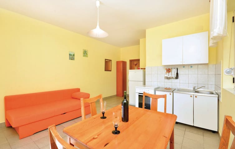 YELLOW APPARTMENT A2