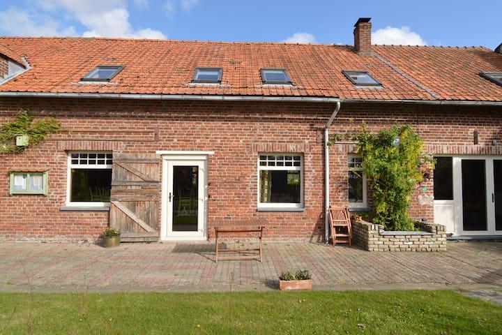 Spazioso casa vicino al confine con il Belgio. Meno di 20 minuti dalla costa