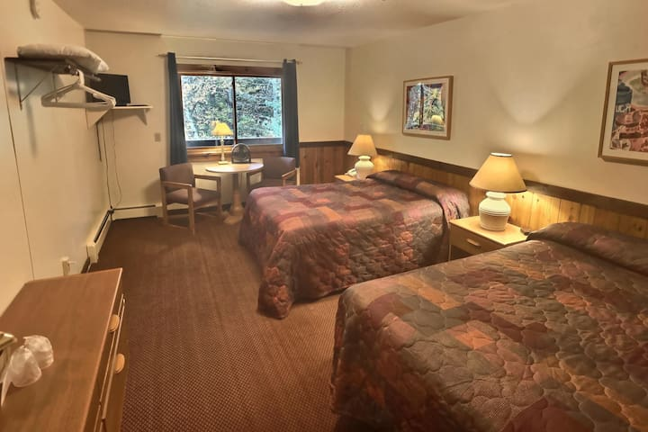 Standard 2 Double Beds (Mountain Sports Inn)