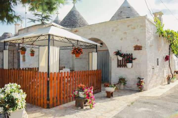 Trulli Borgo Lamie