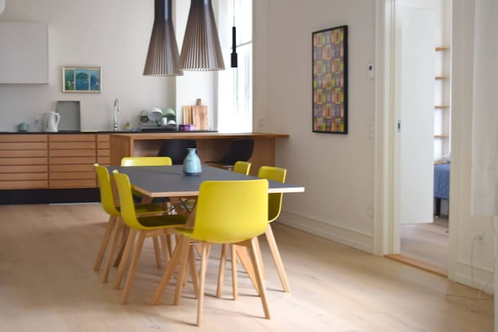 Spacious and bright apartment in the center of CPH