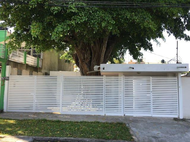 Cozy house 2 BD 1Bath 4pax - Villahermosa - Hus