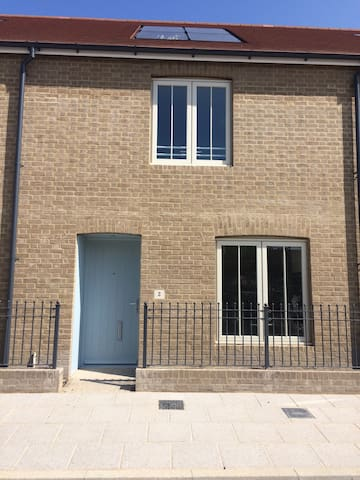 2 Broakes Road - Chichester  - Ev