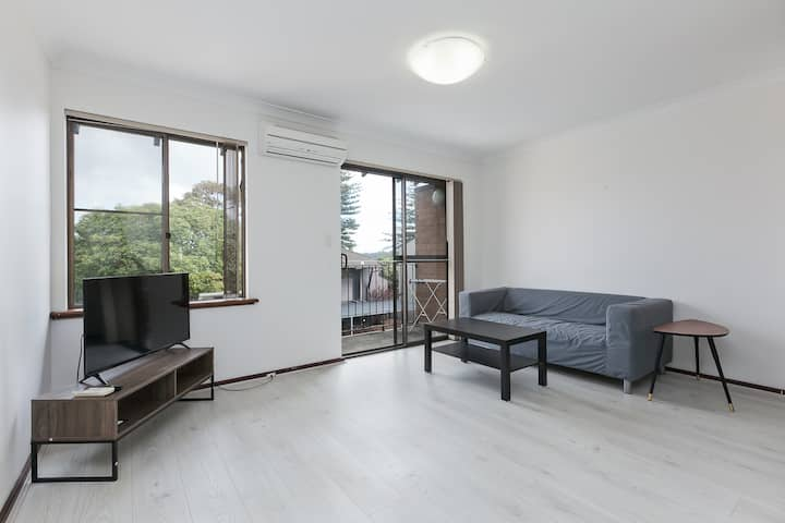 Great Location Unit near South Perth & City & Zoo