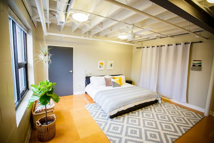 Bed and Bike Loft in Nulu Art District