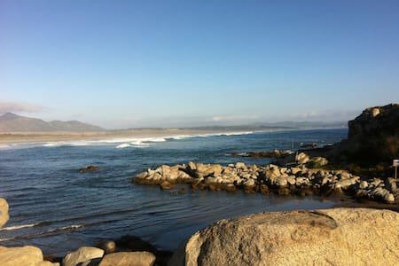 Ven,relájate y disfruta en la playa - Casa