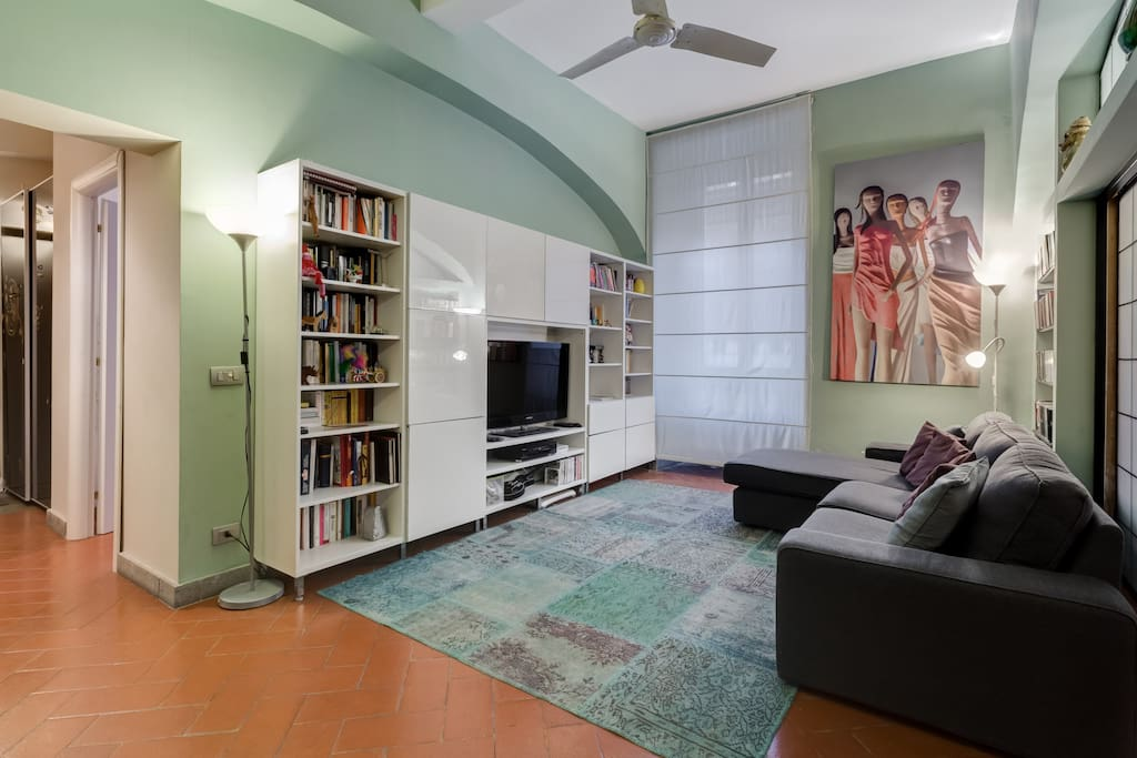 Living room/Area salotto con TV, videogiochi e tanti libri!