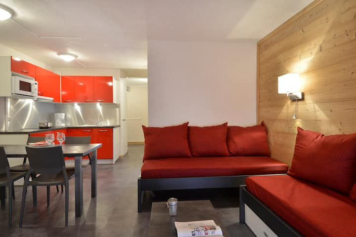 Refurnished two-room apartment for 5 people, in the resort center