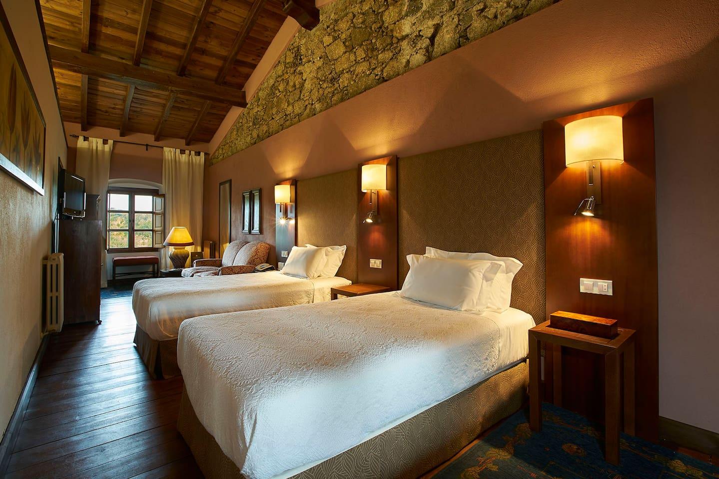 Casa Alta cuenta con tres dormitorios dobles cálidamente decorados y perfectamente equipados, para que vuestra estancia sea perfecta.