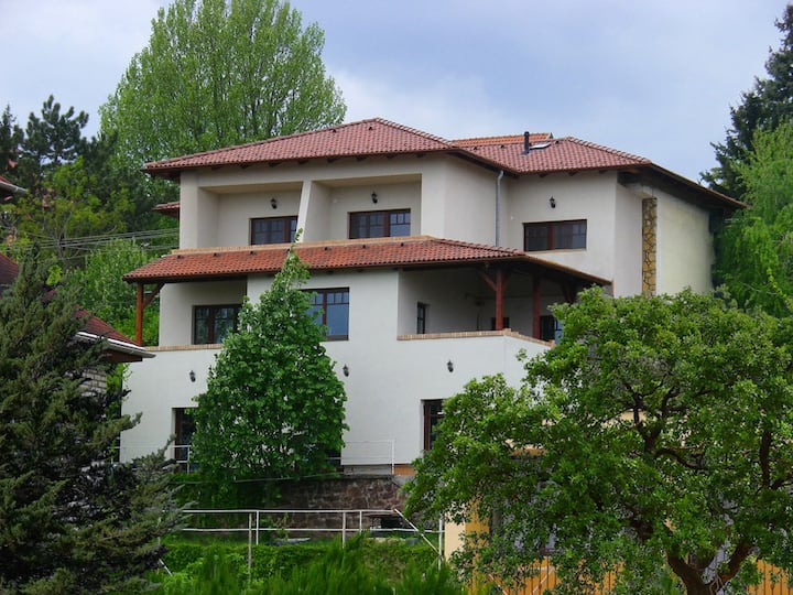 apartman 200 méterre a Balatontól
