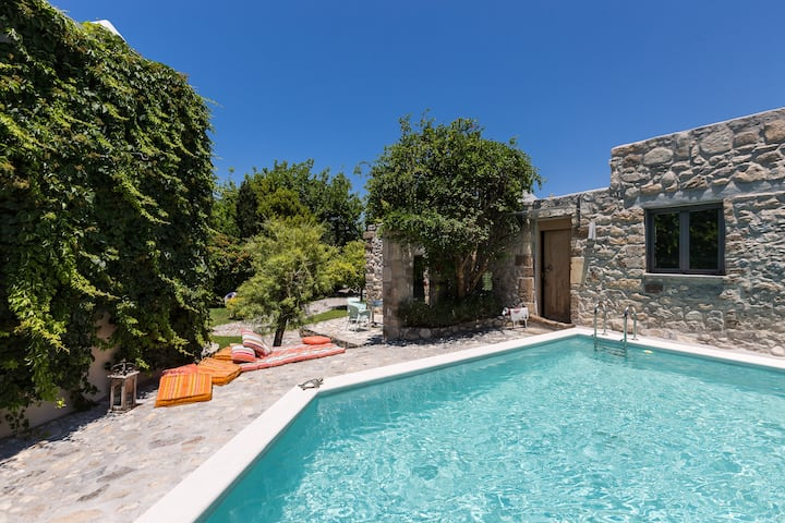 Muazzo Stone House, a fairytale cottage!