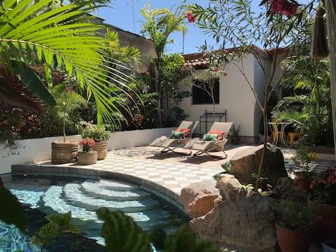 Casa Adosada - Serene Luxury in Colonial Granada