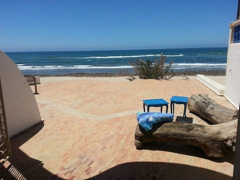 Large Oceanfront Bungalow (2 min away from Rabat)