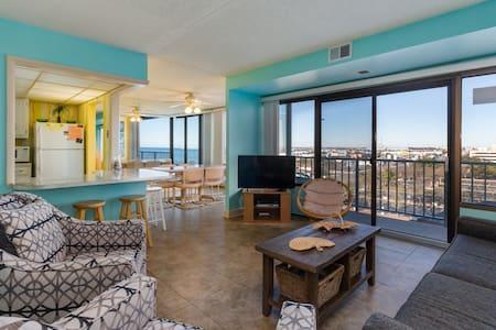 Walk to beach from condo w/ beach views & shared pool access (fee applies)!