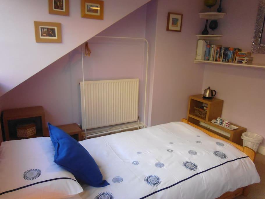 Access to single bedroom with tea/ coffee facilities