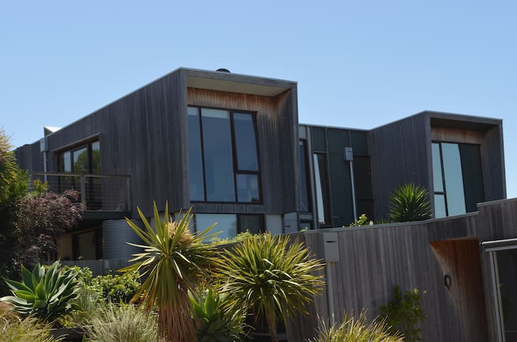 Modern Eco Townhouse with views. - Ocean Grove