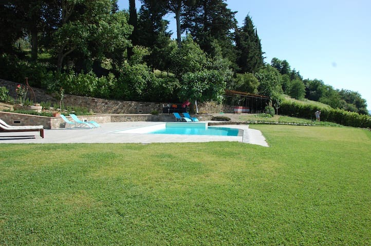 The swimming pool from another side