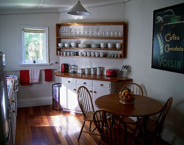 Quirky Cottage  - free Wi Fi NBN - Invermay - Rumah