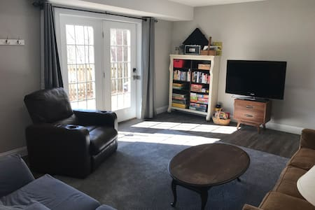 Spacious Victorian Suite on the Rivanna Trail