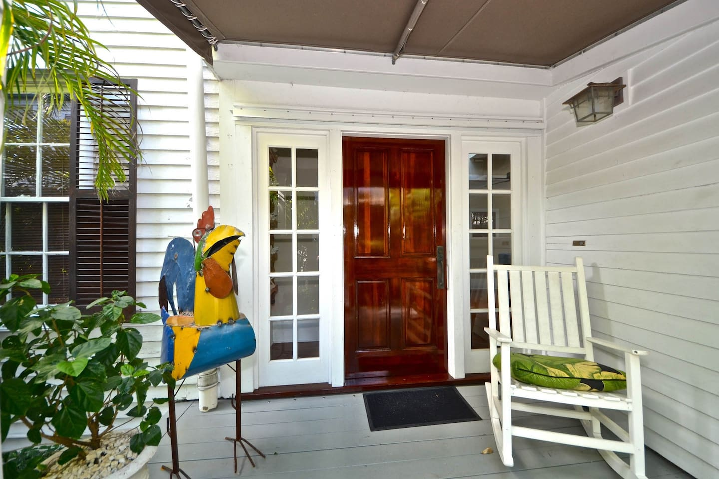 Welcoming home w/ private pool & covered porch - walk to dining & attractions