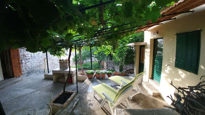 Apartmant/vacation house Mandalena (4+2)