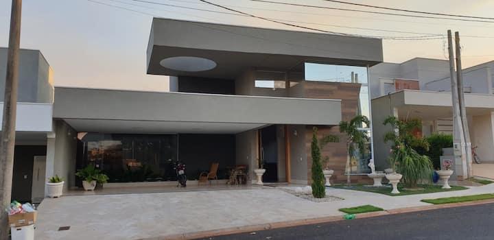 Casa alto padrão em condomínio