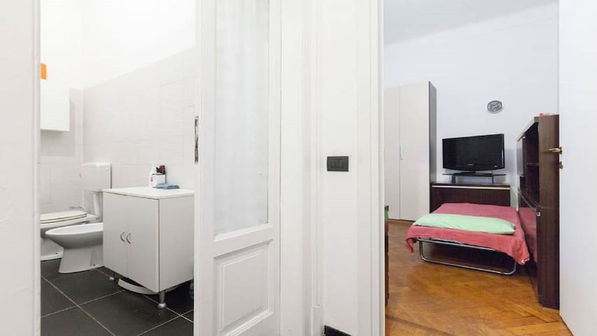 2 Room City Safe and Quiet in Milan area centre