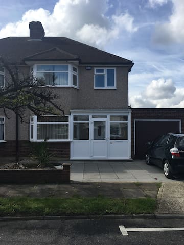 Spacious 3bed house near South Ruislip station