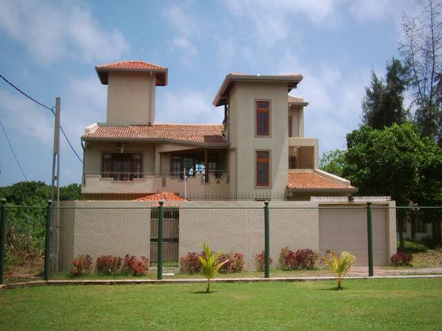 Lagoon view Villa near to Airport - Katunayake