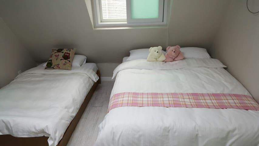 [Kstar] @Myeongdong 5min · Twin · 302
